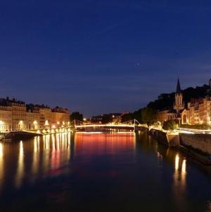 Admirer Lyon depuis la Saône et le Rhône
