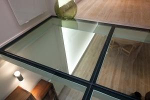maison sol en verre